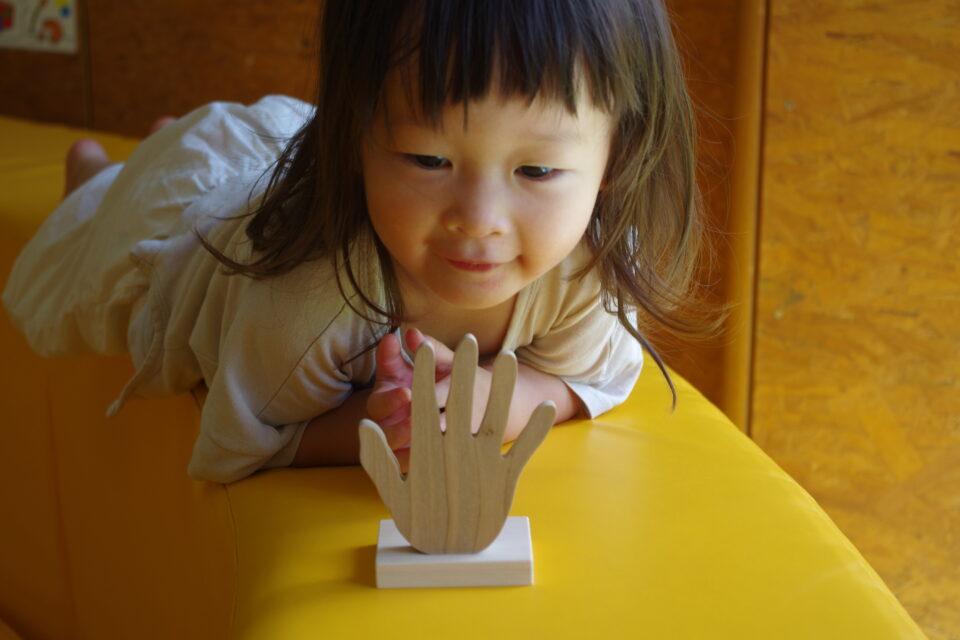 赤ちゃんといない・いない・ばあ!「赤ちゃんの木の手形」